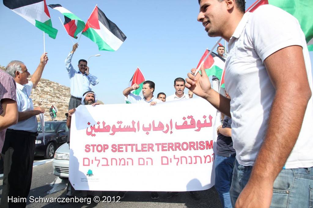 Palestinian and activists blocked Route 443 | IMG_1627