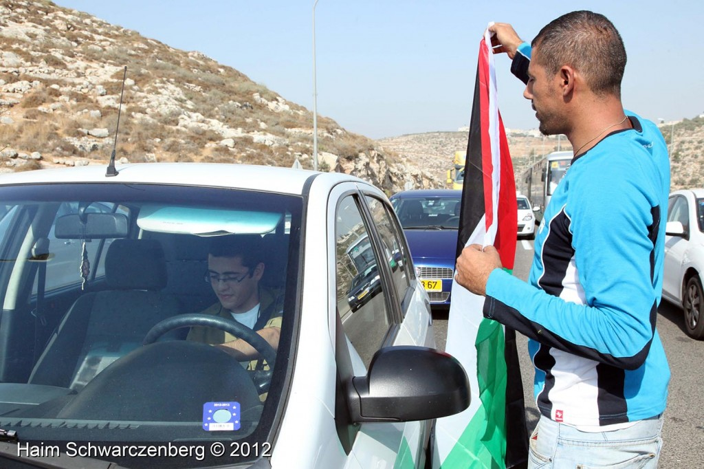 Palestinian and activists blocked Route 443 | IMG_1634