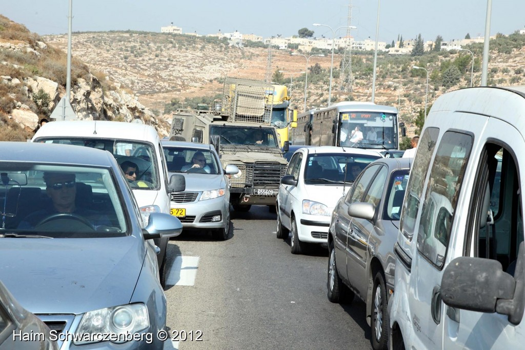 Palestinian and activists blocked Route 443 | IMG_1656