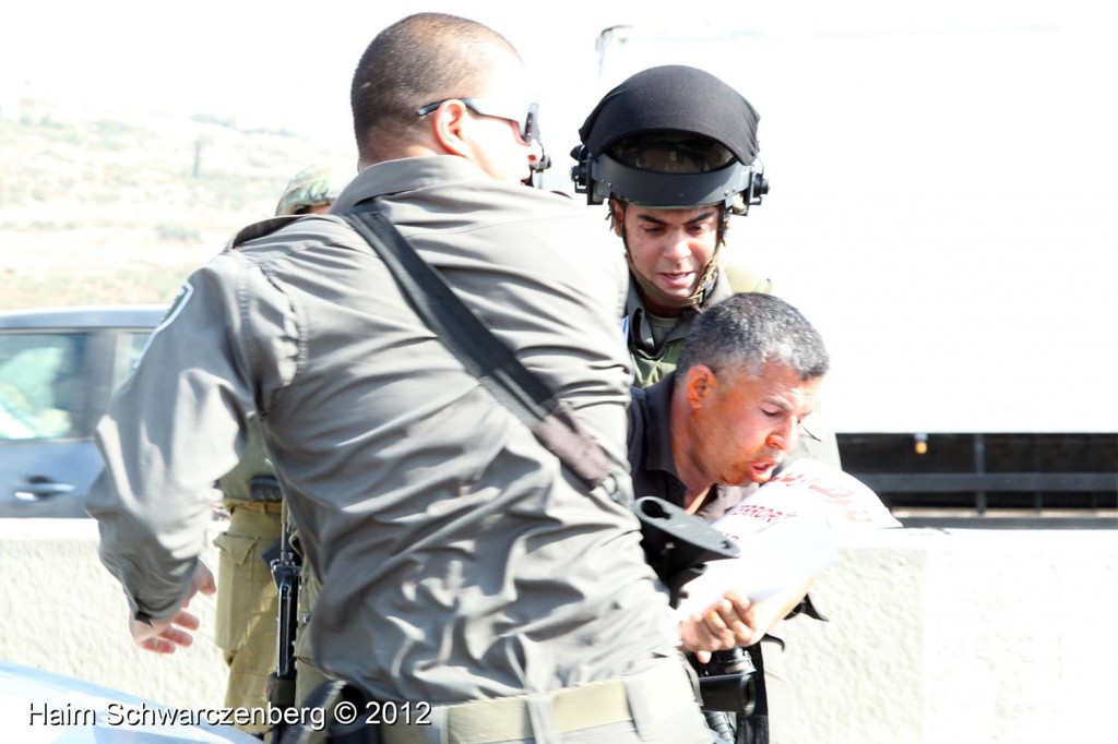 Palestinian and activists blocked Route 443 | IMG_1706