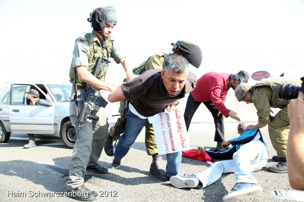Palestinian and activists blocked Route 443 | IMG_1757