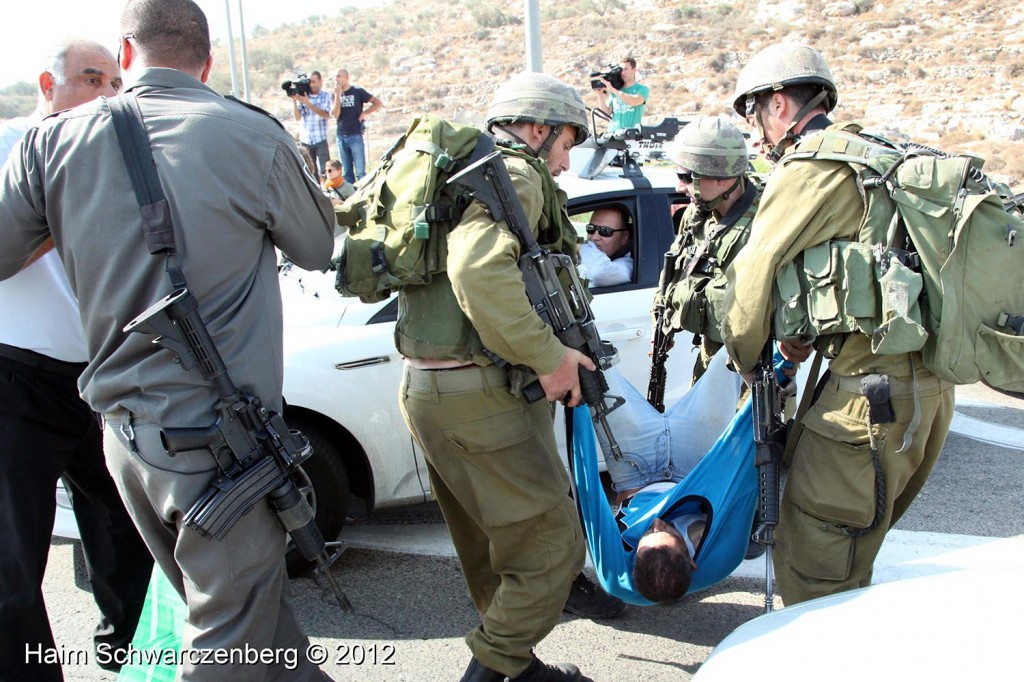 Palestinian and activists blocked Route 443 | IMG_1807