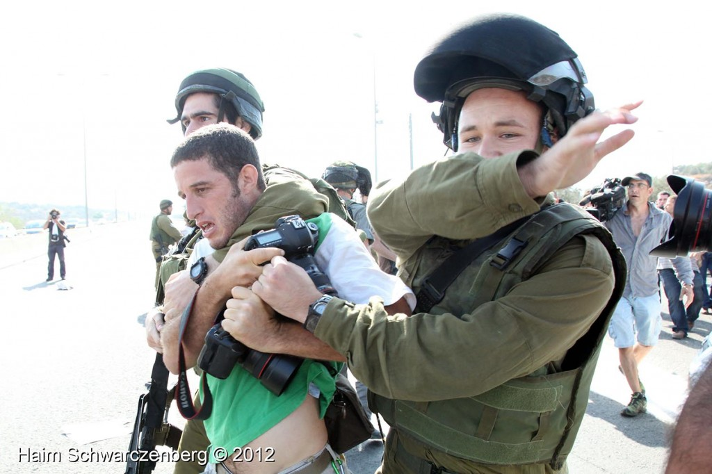 Palestinian and activists blocked Route 443 | IMG_1812