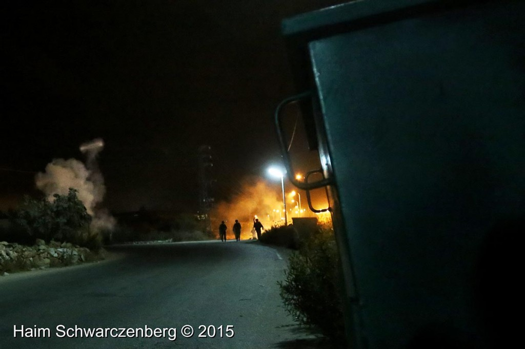 Firing live ammunition on Palestinian demonstrators 04/10/2015 | IMG_6434