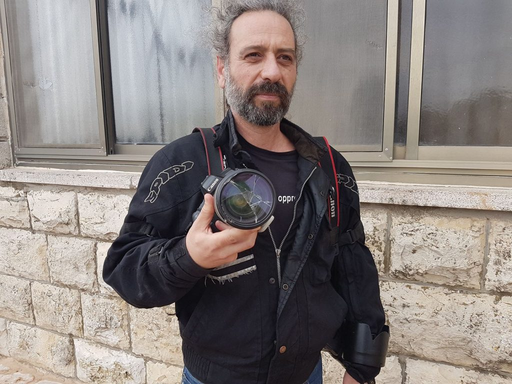 Help me repair my photography equipment, damaged by an Israeli settler | 17038921_10212683166413373_8831900772716689110_o