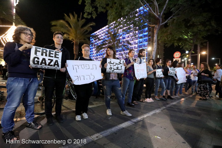 Protest calling for an end to shooting protesters in Gaza, Tel Aviv | FW7A2519