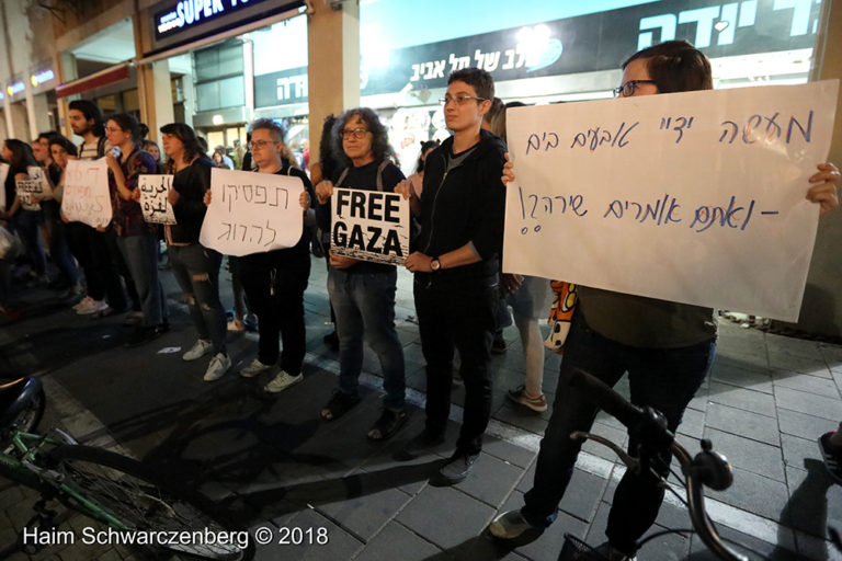 Protest calling for an end to shooting protesters in Gaza, Tel Aviv | FW7A2557