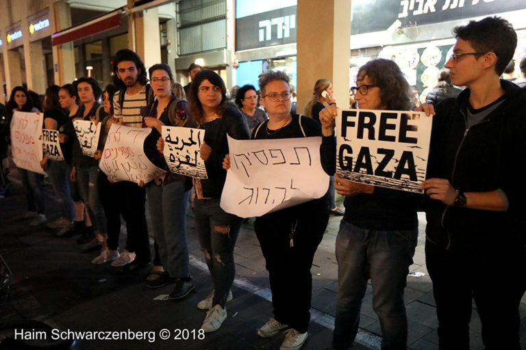 Protest calling for an end to shooting protesters in Gaza, Tel Aviv | FW7A2573