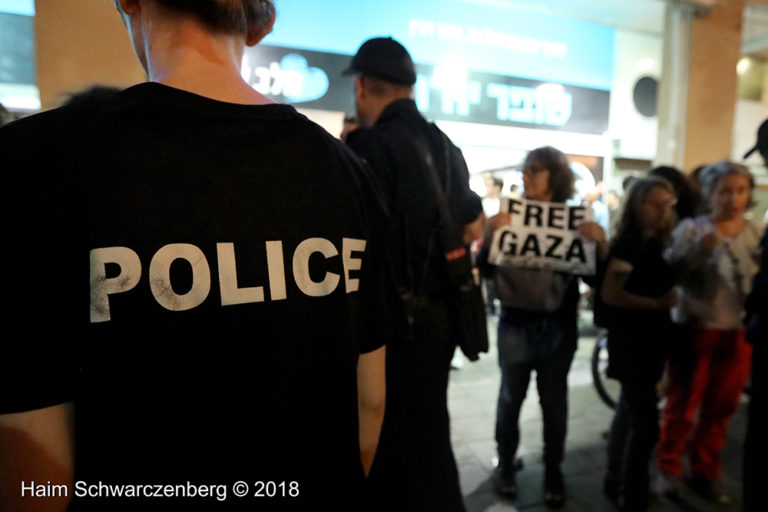 Protest calling for an end to shooting protesters in Gaza, Tel Aviv | FW7A2750