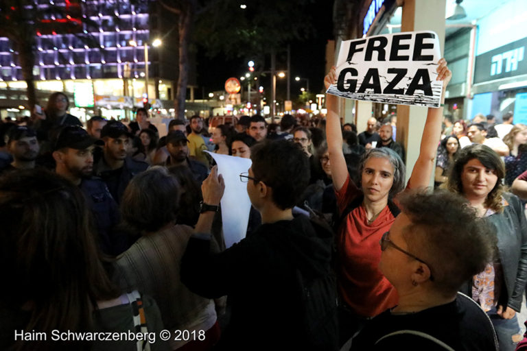 Protest calling for an end to shooting protesters in Gaza, Tel Aviv | FW7A2770